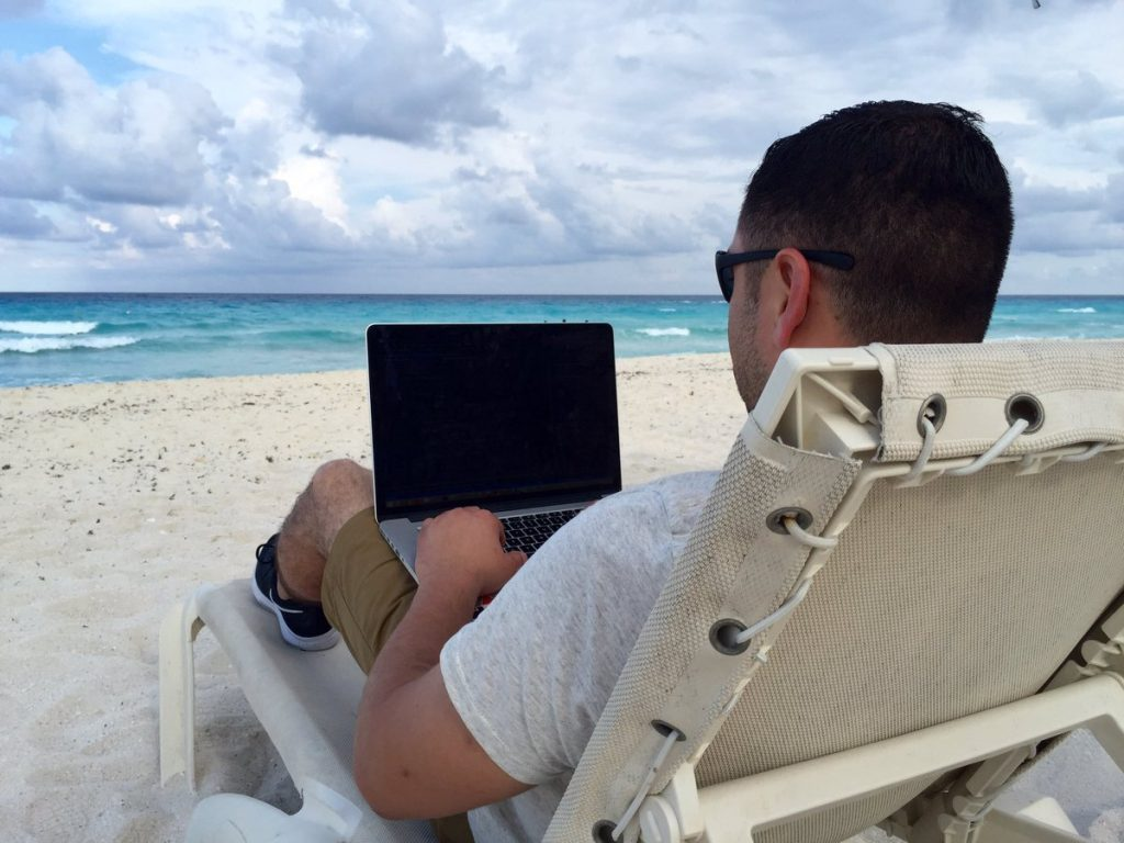 Coding on the beach - Travel and work