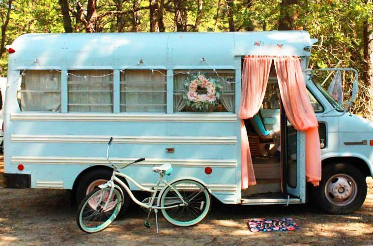 19 year old converts school bus into her dream home. Black Bedroom Furniture Sets. Home Design Ideas