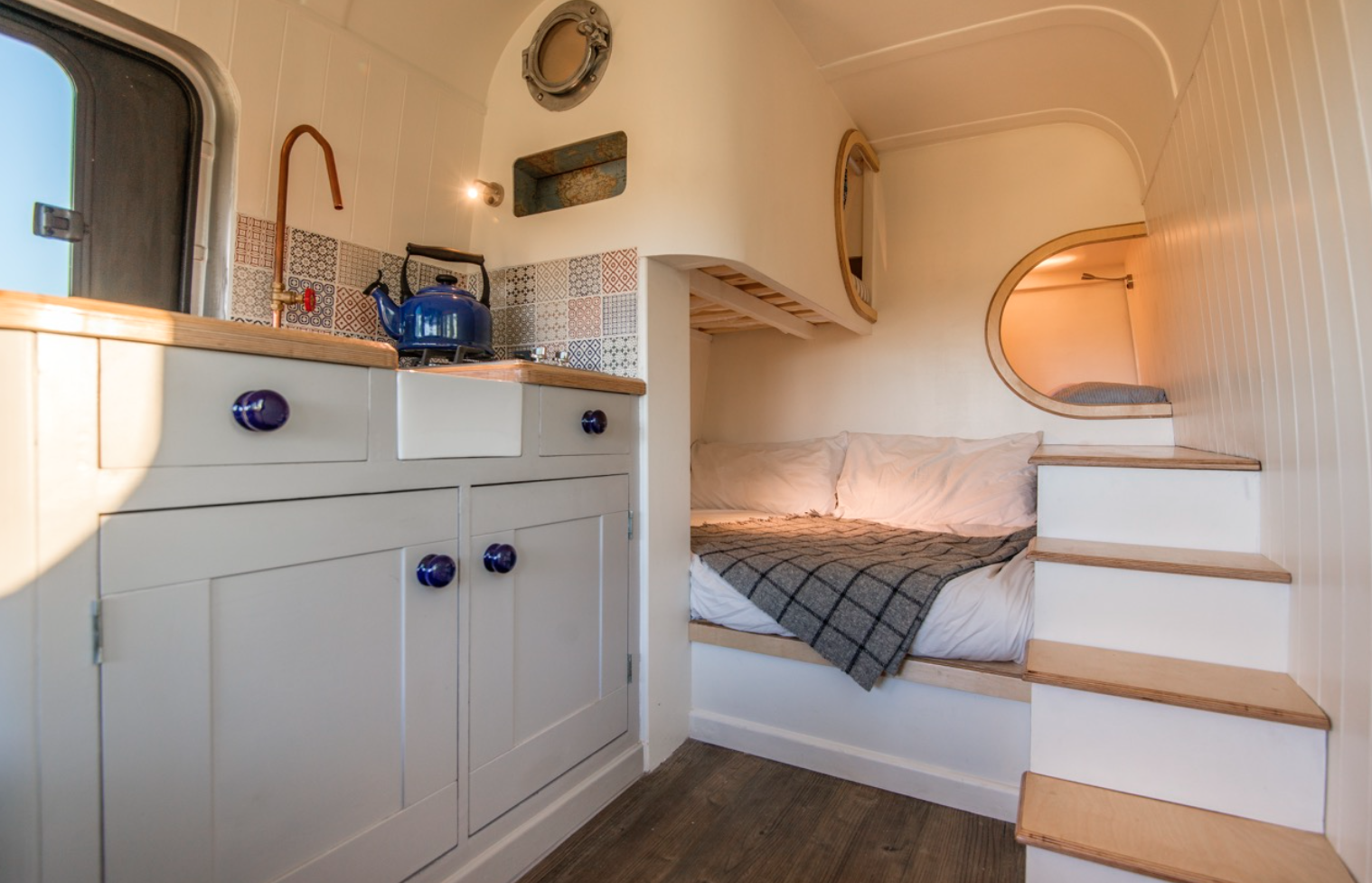 This Moving House Sprinter Conversion - living