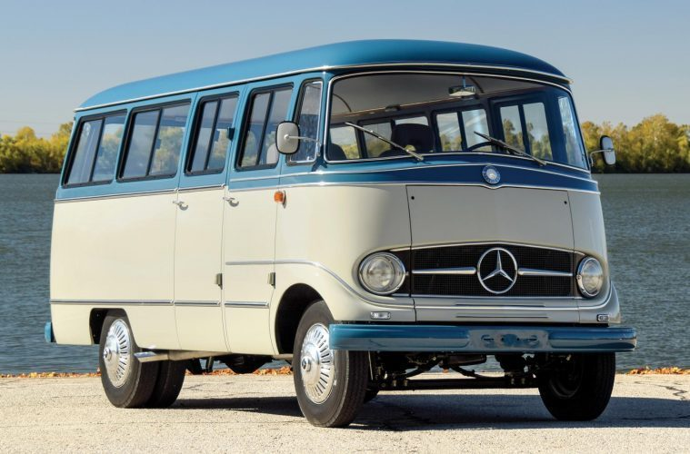 Mercedes Minibus - Top Featured Image