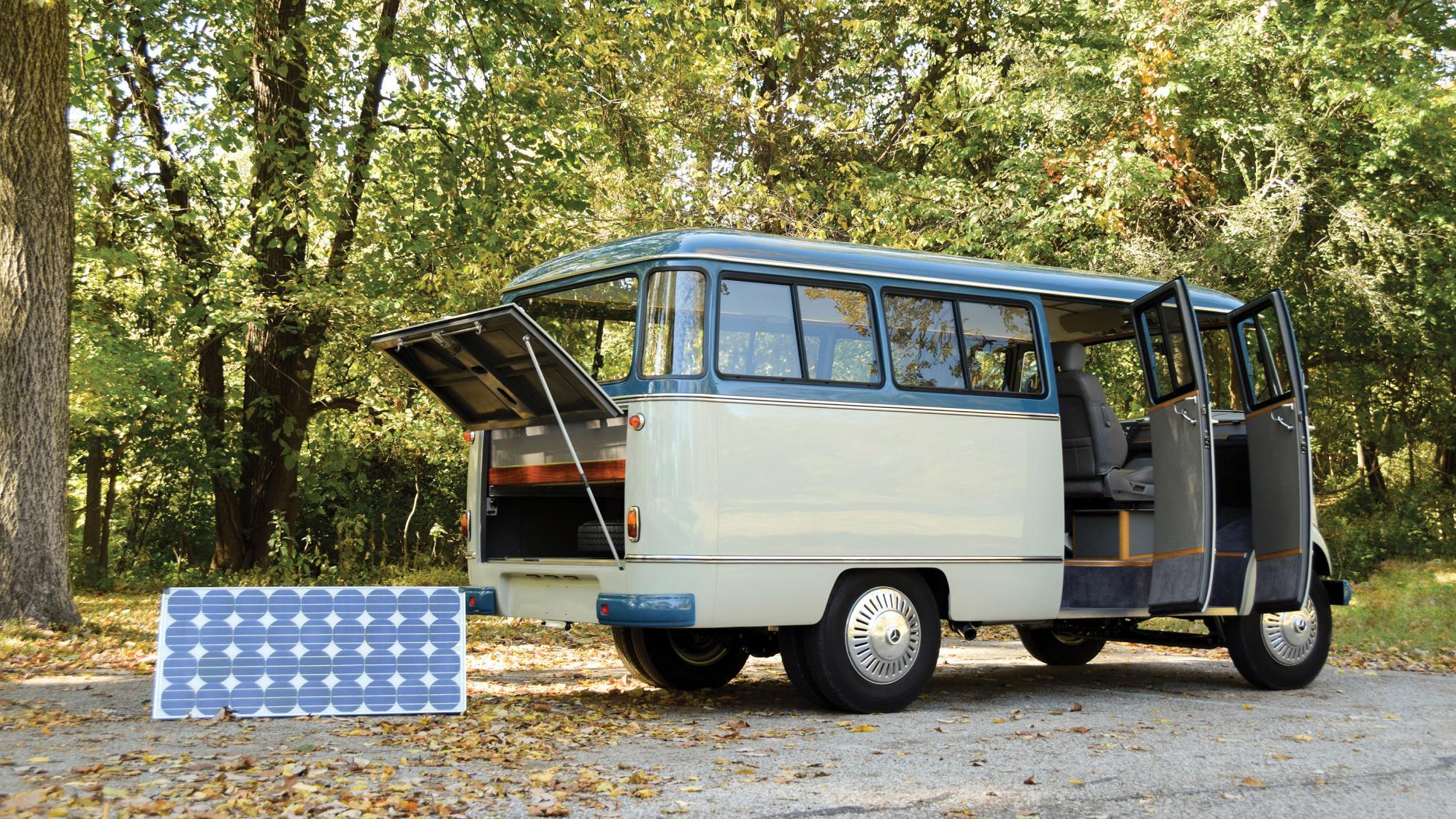 Mercedes Minibus - Solar