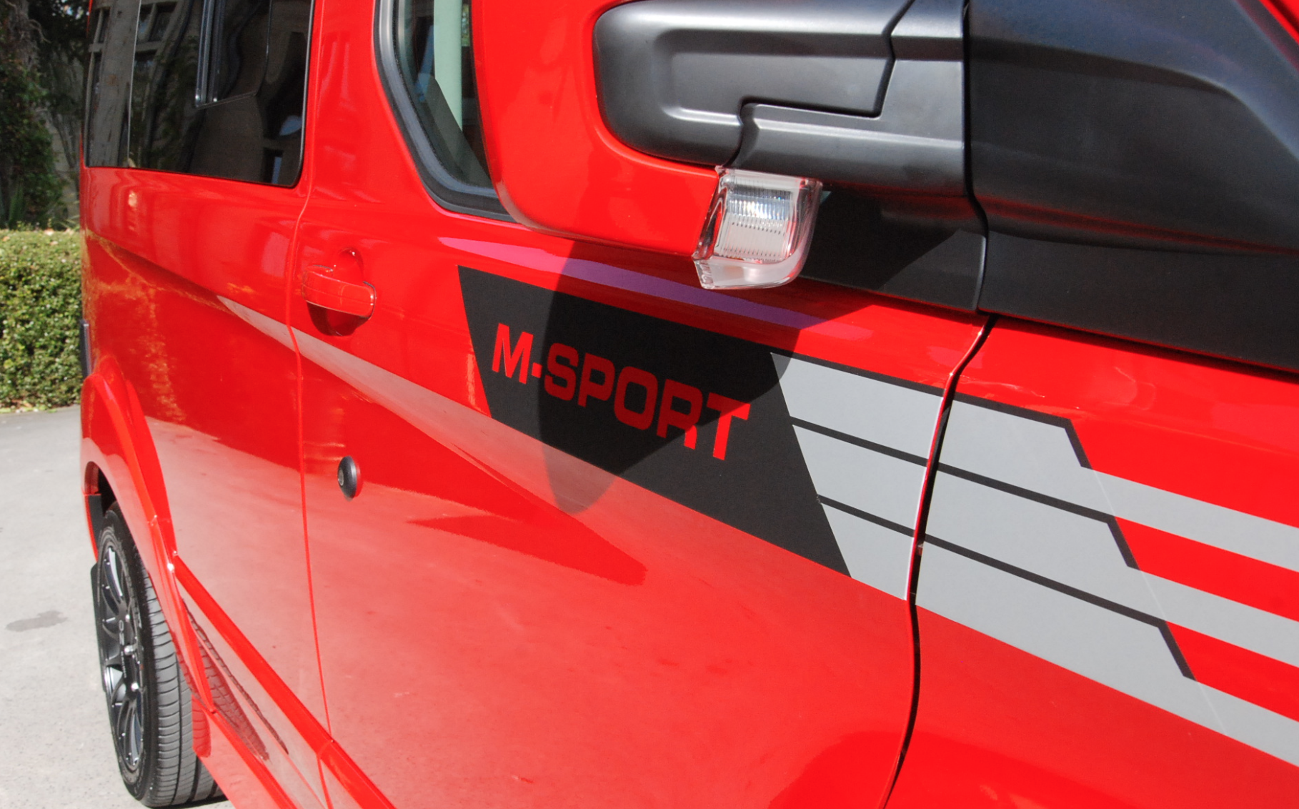 Ford Terrier M Sport - Red side