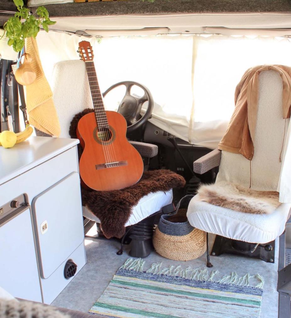 Van Life Scandinavia - Guitar seat