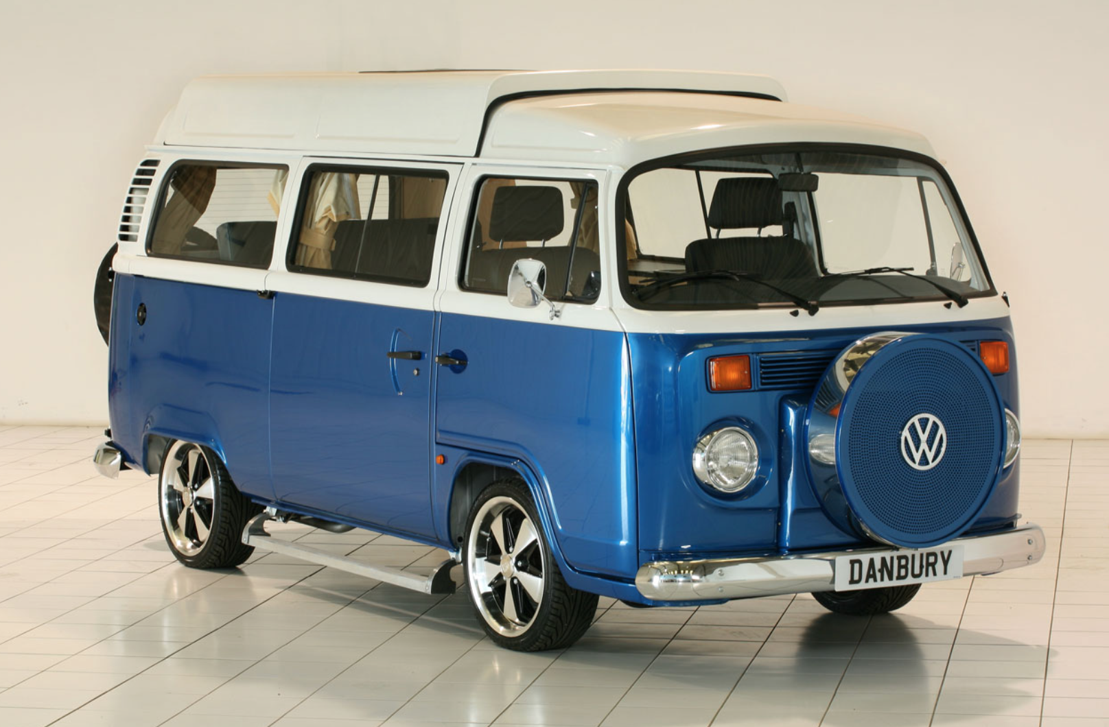 Volkswagen Bus Camper - Retro Blue