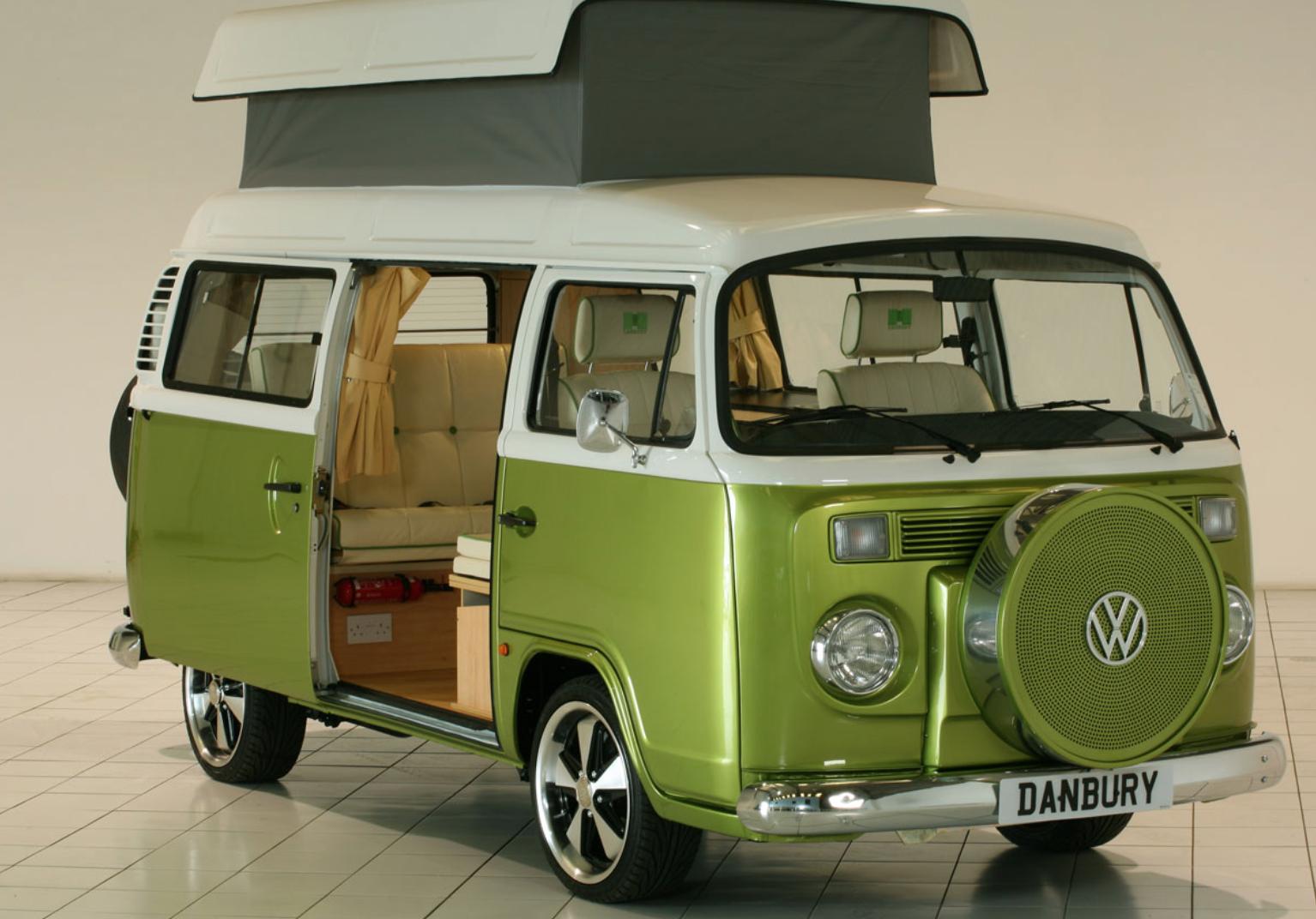 Volkswagen Bus Camper - Green Lantern