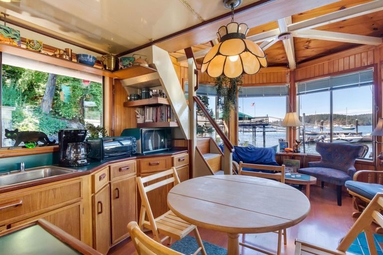Top Tiny Homes - Inside The Floating Home
