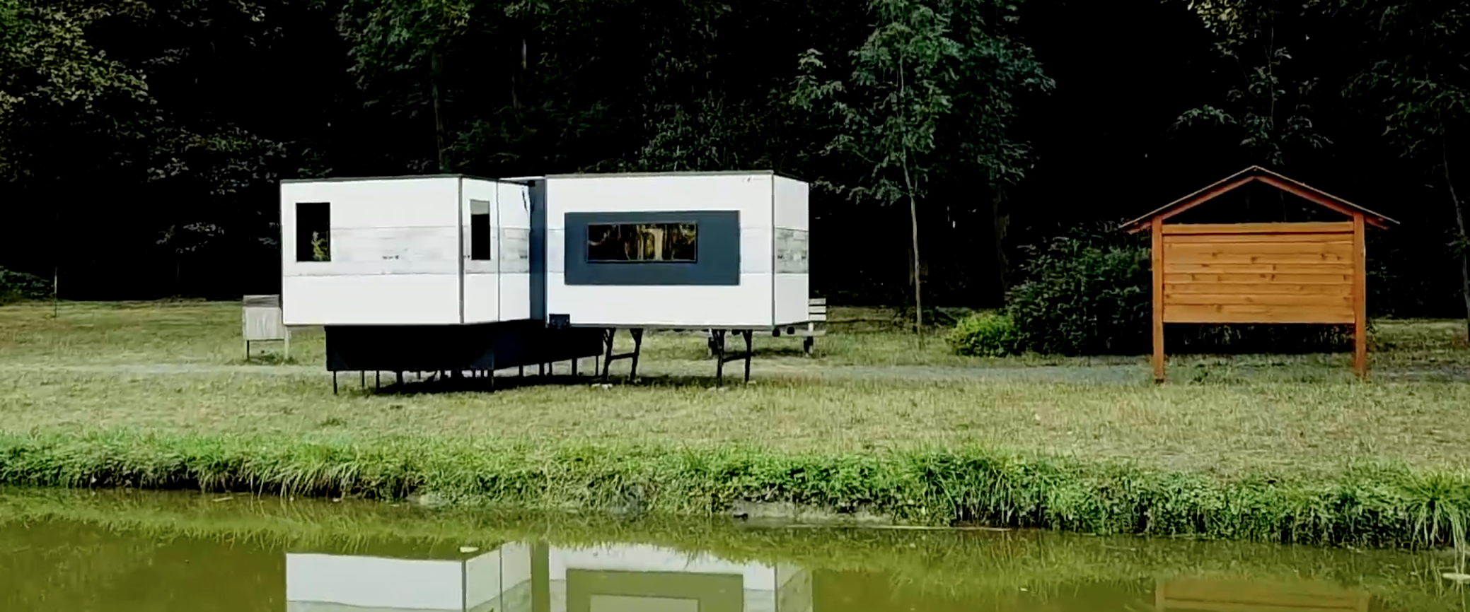 Extendable Camper - Lake