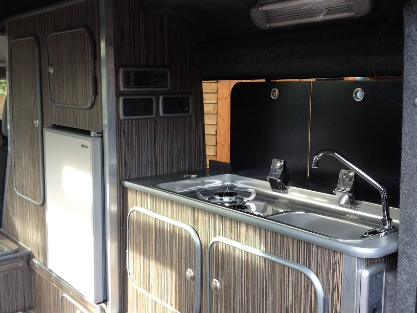 Land Rover Camper - kitchen 2