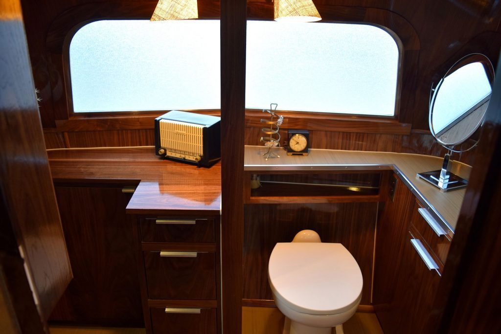 vintage camper - bathroom