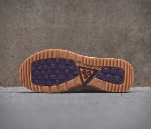 nike hiking shoe - sole