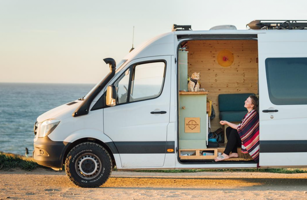 van life influencers - theindies