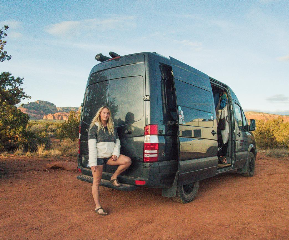 female traveller - van 2