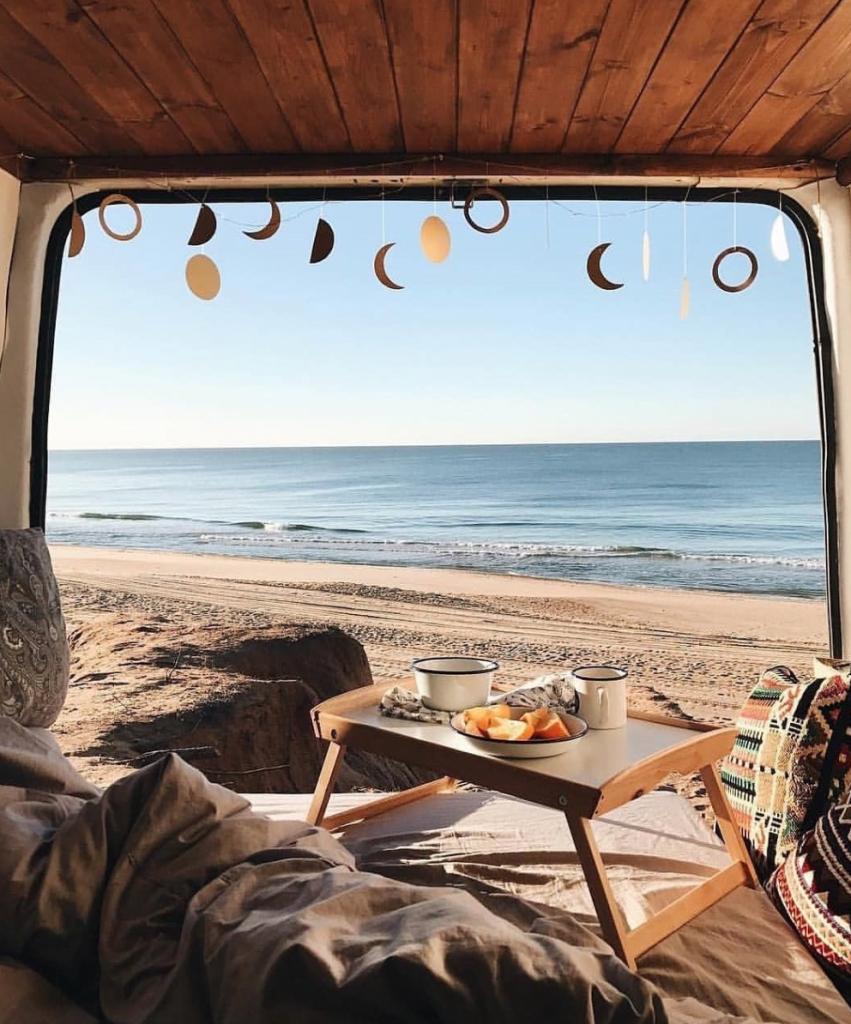 travel in a van - breakfast