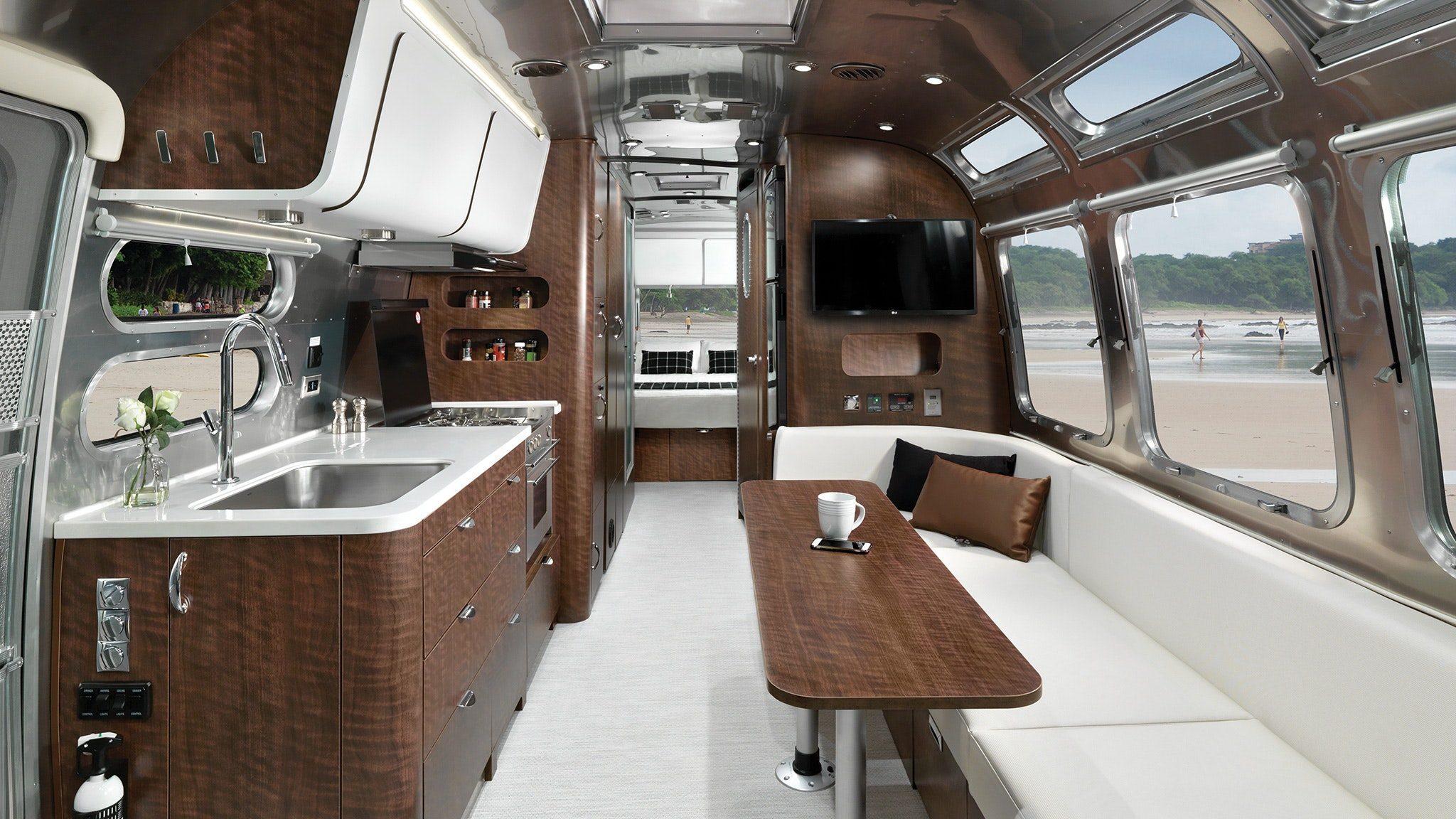 airsteam-globetrotter-30rbq-interior
