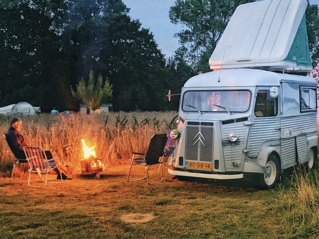 Citroen wildcamp campervan around campfire
