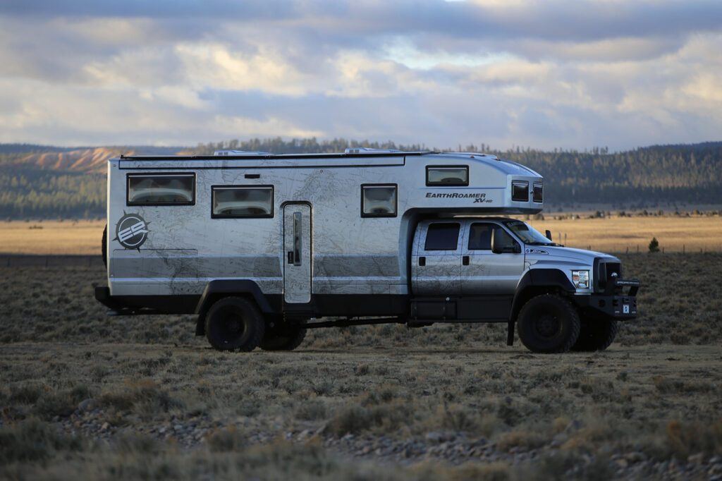 Crazy campervans - EarthRoamer Exterior
