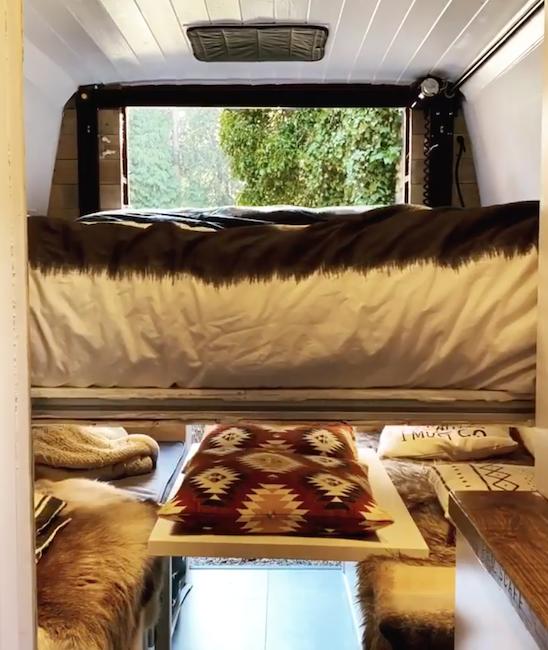 Raising bed in a camper